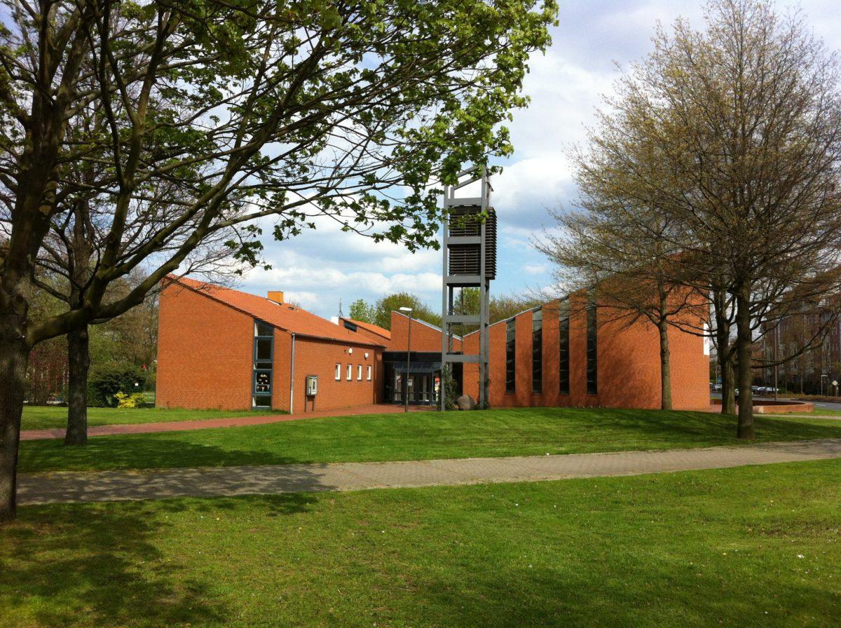 Elia-Kirche im April