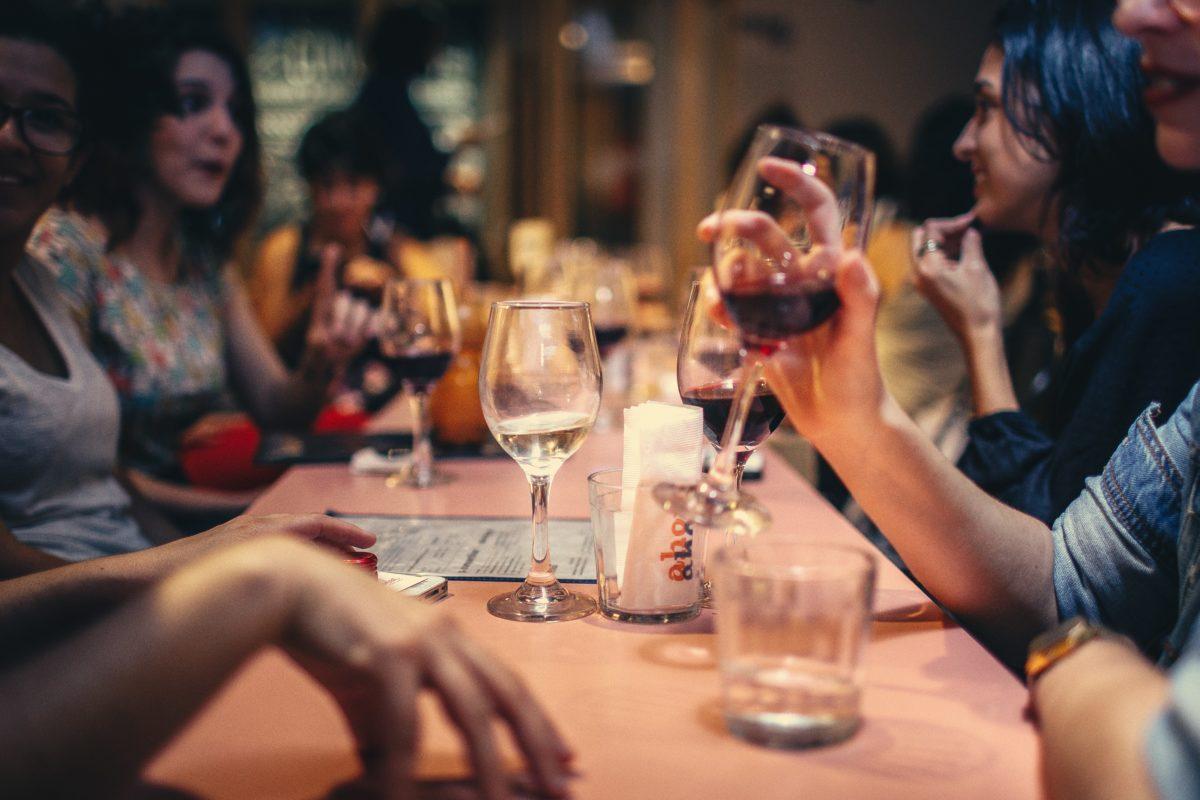 Gespräche in einer Bar